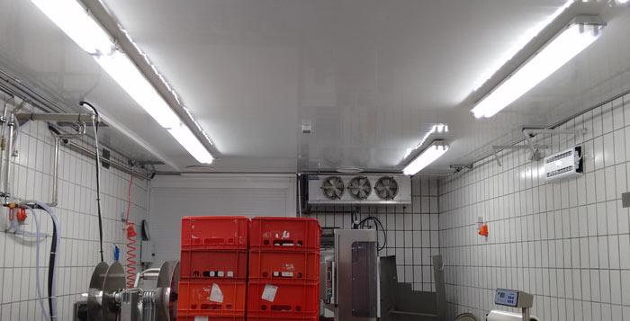 Umrüstung eines Lebensmittel verarbeitenden Betriebs mit T8 LED RÖhren und LED Wannenleuchten