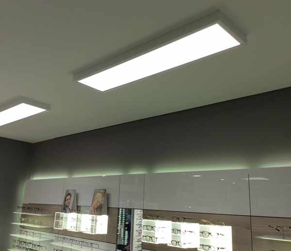 LED Panel dimmbar als LED ANbauleuchte f�r einen Optikergesch�ft mit CRI92 LED Panelen