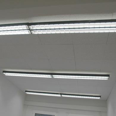 Beispiel LED Umrüstung im Büro von Leuchtstoffröhre auf T8-LED Röhre und 50% Energieeinsparung