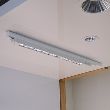 94cm LED luminaire for 3 phase track, Available in white, black, 3000K warm white and 4000K neutral white