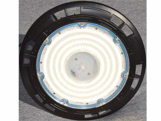 200W UFO LED indoor spotlight dimmable. This UFO LED indoor spotlight is a wide beam model from approx. 10 meters upwards. The UFO LED hall spotlight radiates evenly to the side. The dimmable Philips power supply for 1-10V power supply can be used with presence detectors or daylight sensors to compensate for daylight incidence.