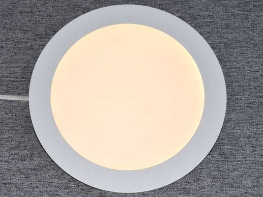 The model radiates very flatly and extensively from the ceiling and generates a lot of light. The flat 170mm LED recessed ceiling luminaire from V-TAC produces with 12W power a luminous flux of approx. 1000 lumen. The models are not dimmable as standard.